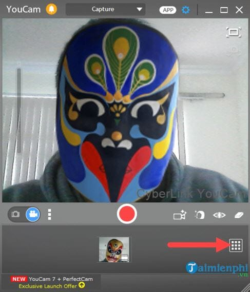 Connect to the youtube facebook account on cyberlink youcam 2
